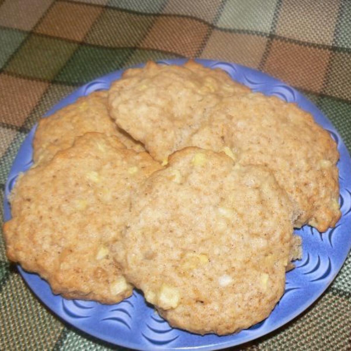 Ezen a képen: Mézes-almás-zabpelyhes keksz