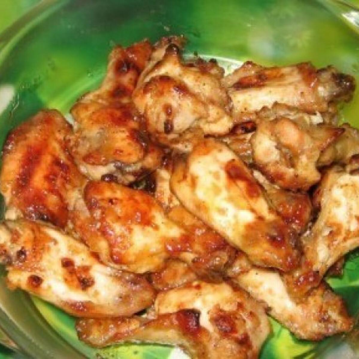 Ezen a képen: Mézes - mustáros csirkeszárnyak