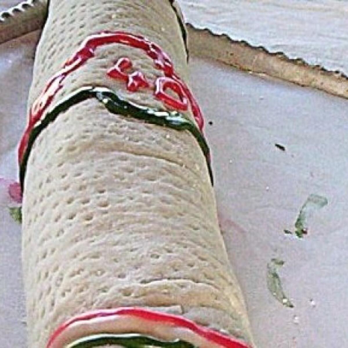 Ezen a képen: Pick szalámi torta