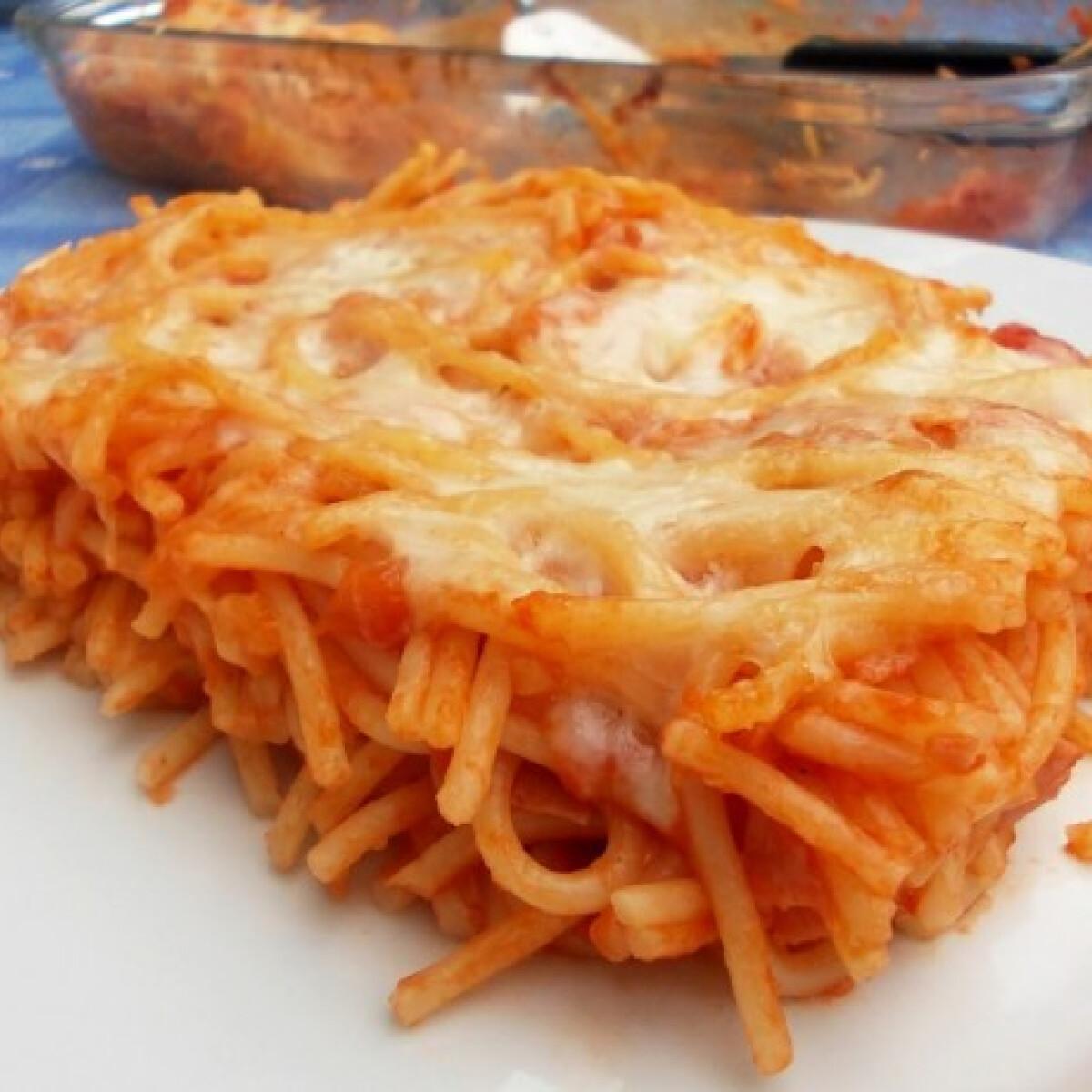 Ezen a képen: Tepsiben sült spagetti