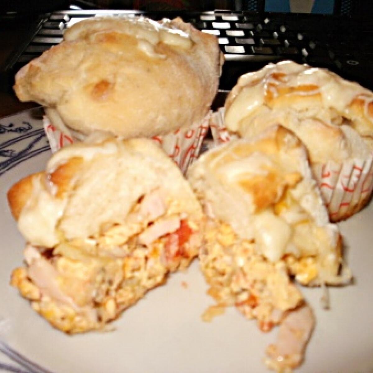 Ezen a képen: Rántottás muffin