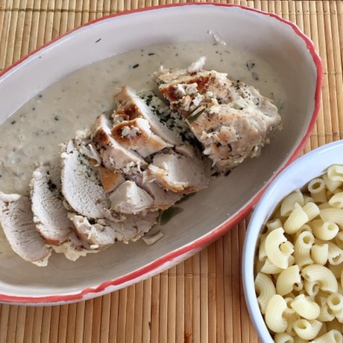 Ezen a képen: Juhtúróval töltött csirkemell Pogácsa konyhájából
