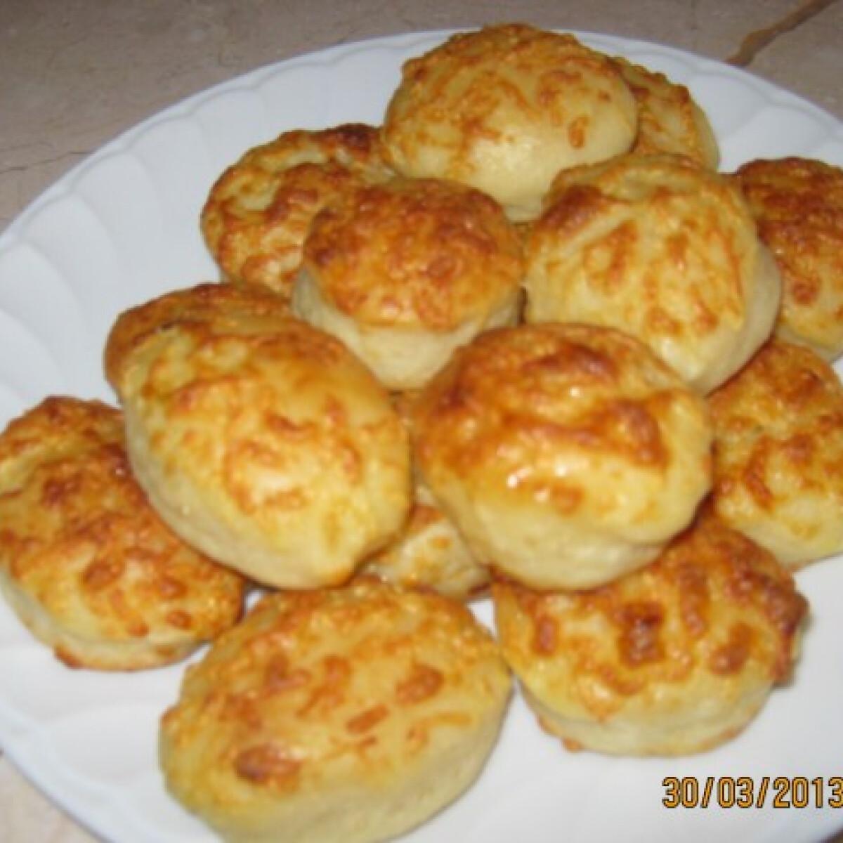 Ezen a képen: Mozzarella sajtos sós pogácsa