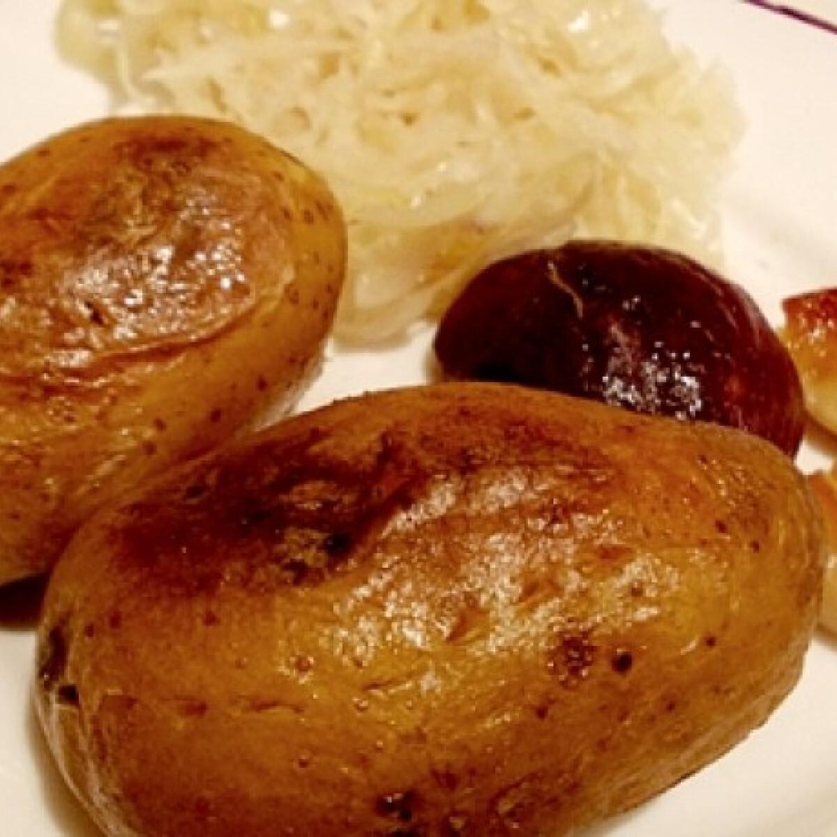 Ezen a képen: Héjában sült krumpli hagymásan