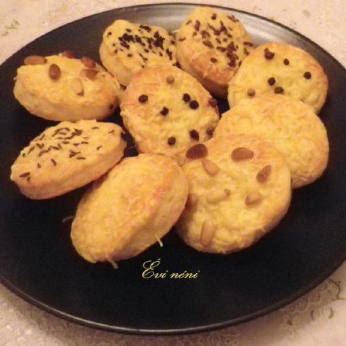 Ezen a képen: Ementáli sajtos keksz