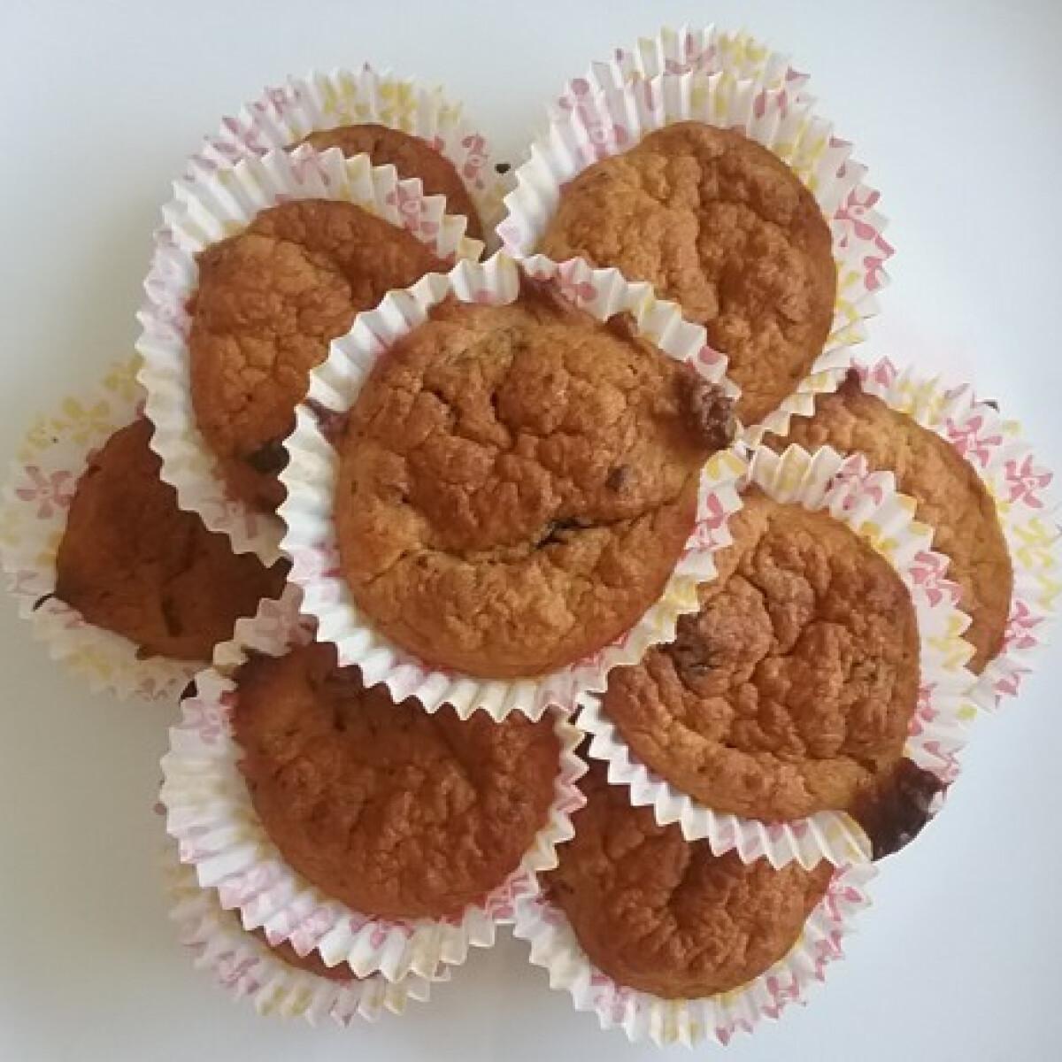 Ezen a képen: Diétás muffin banánnal és étcsokidarabokkal