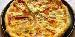 Sonkás-sajtos pizza