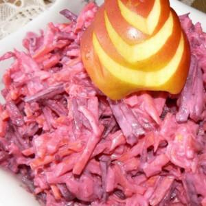 Céklasaláta sárgarépával és zellerrel