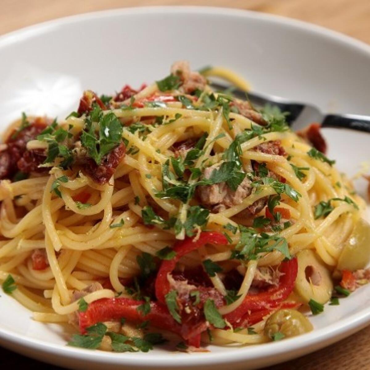 Ezen a képen: Tonhalas spagetti SPAR konyhájából