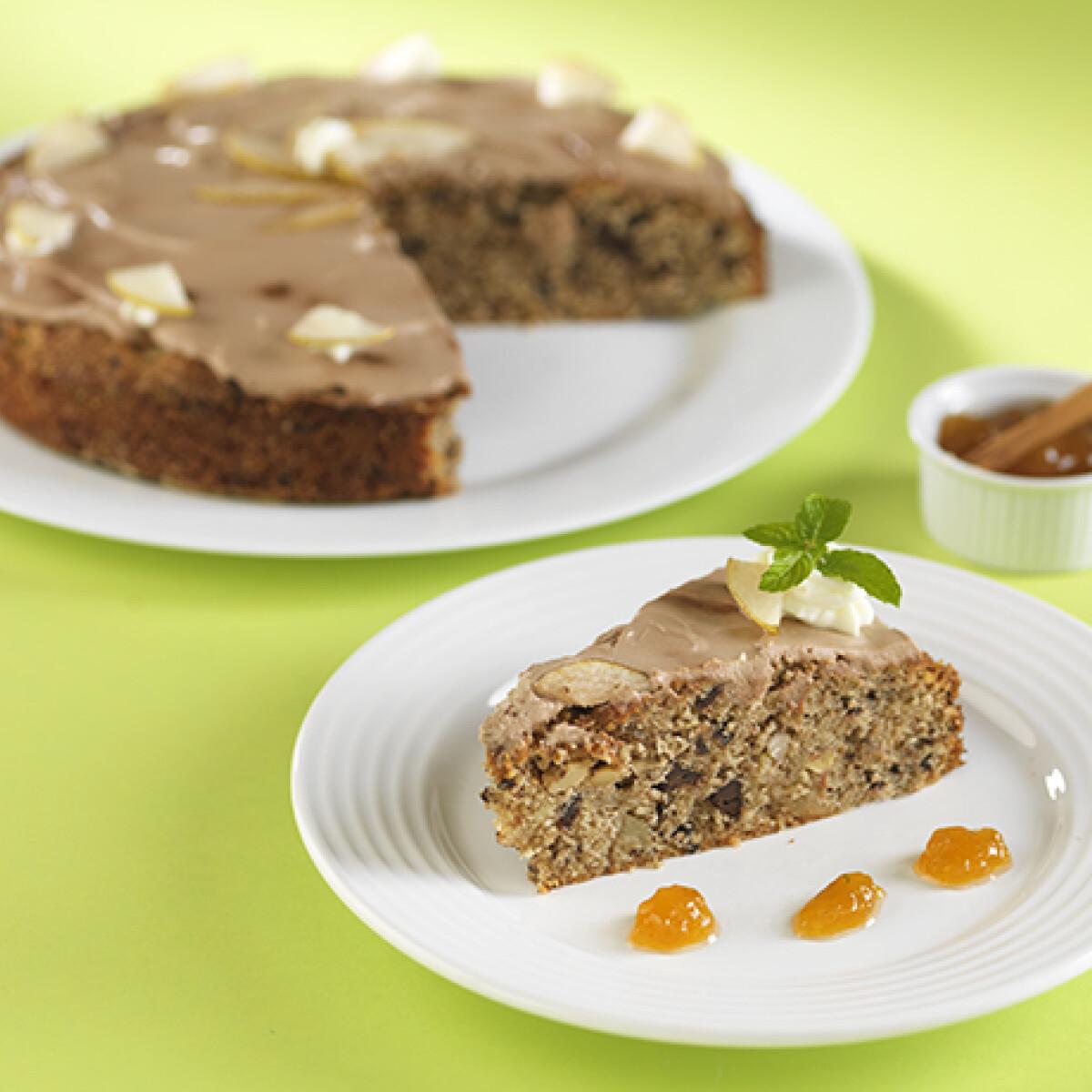 Ezen a képen: Csokoládés-körtés torta fahéjas körtelekvárral