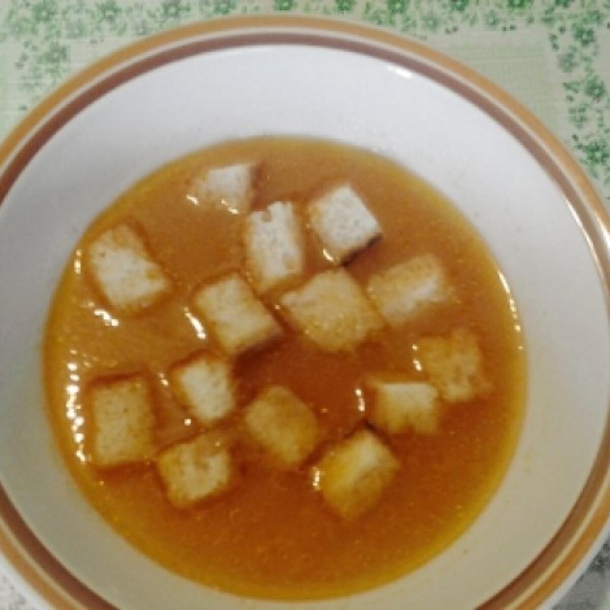 Ezen a képen: Köményes rántott leves