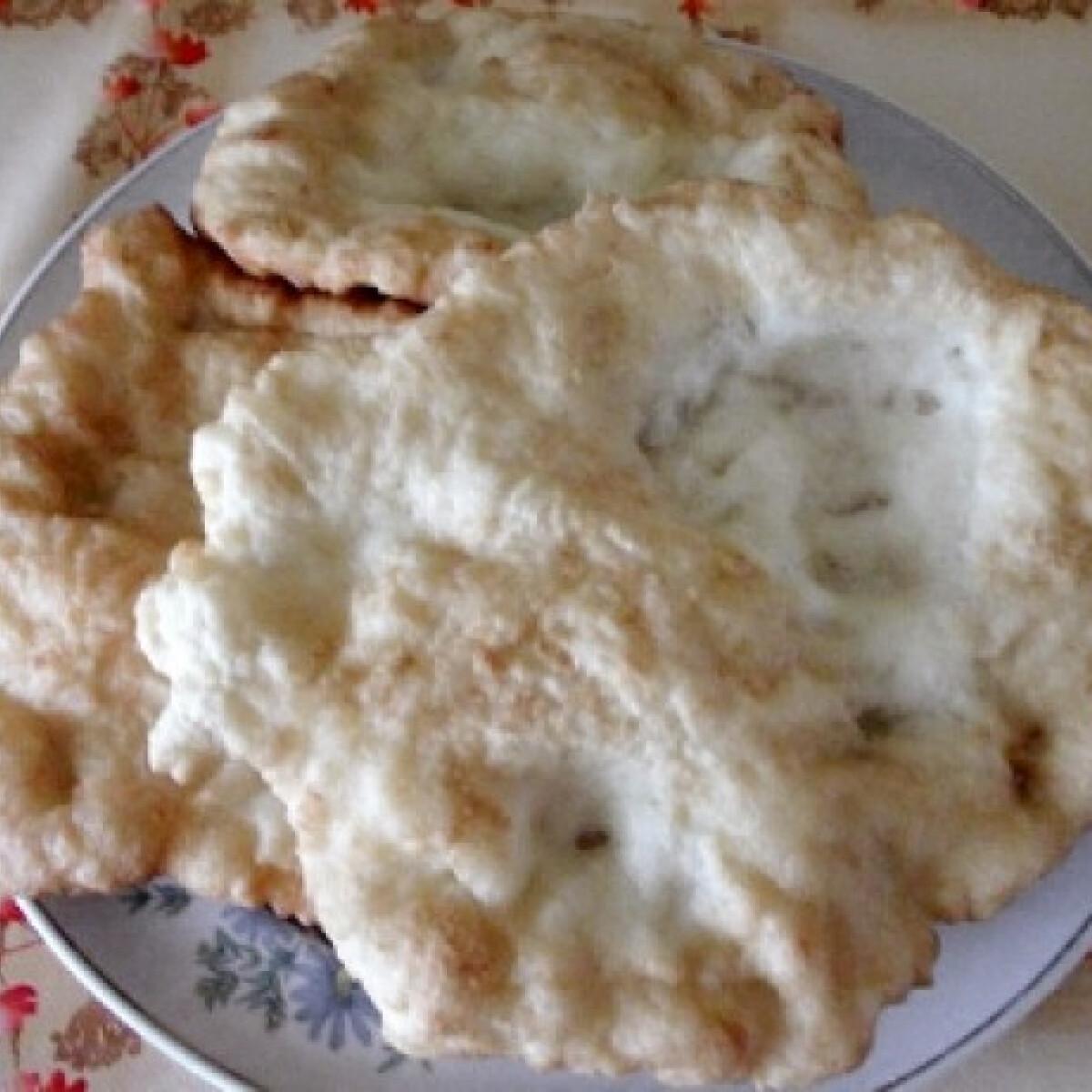 Ezen a képen: Lángos KisnéTimi konyhájából