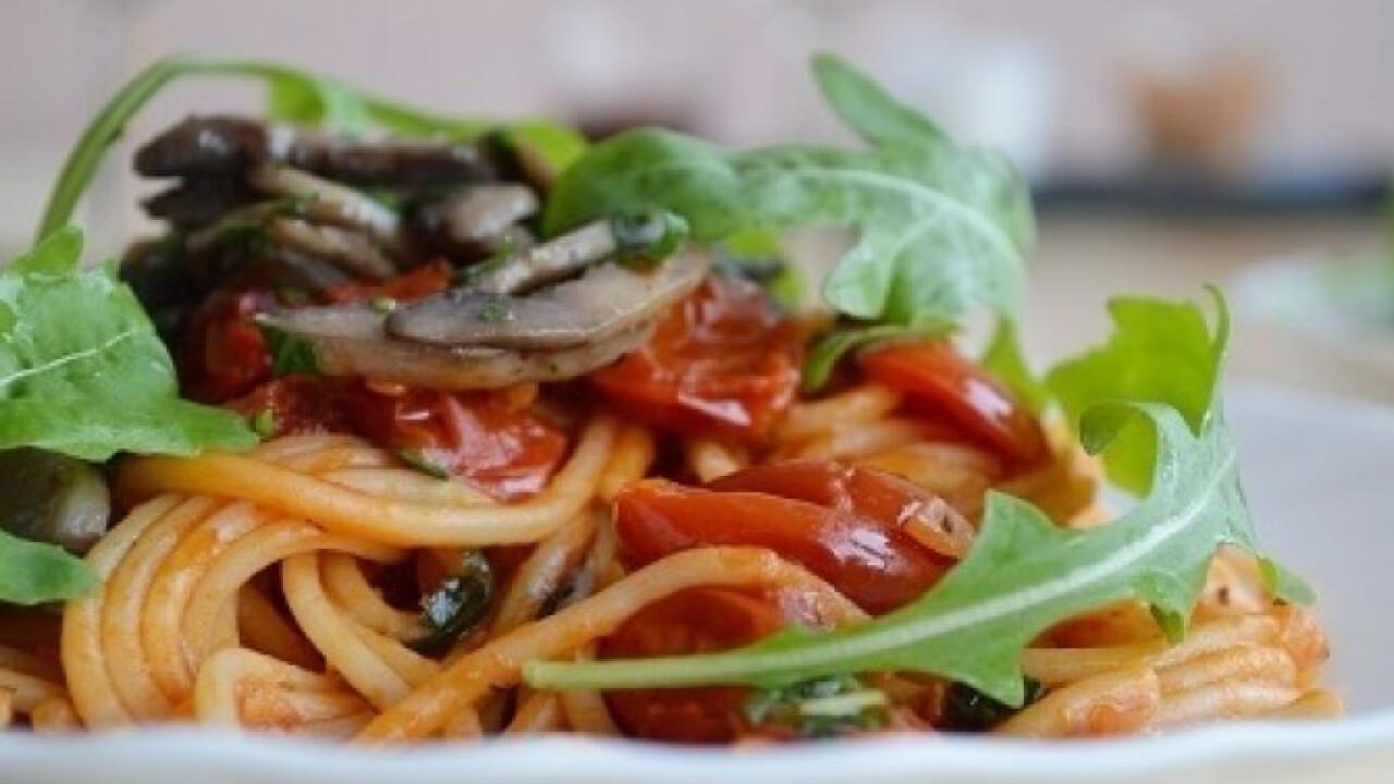 Paradicsomos spagetti fokhagymás gombával