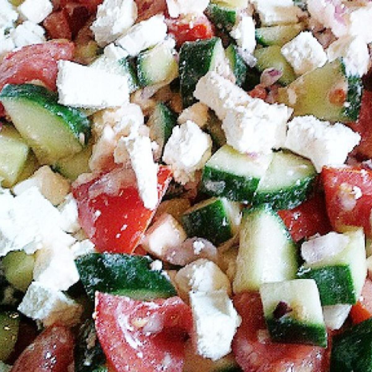 Ezen a képen: Görög saláta zora konyhájából