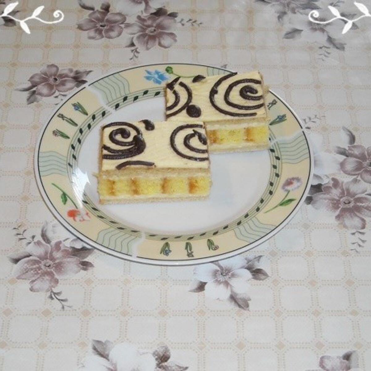 Ezen a képen: Piskótaroládos mézes