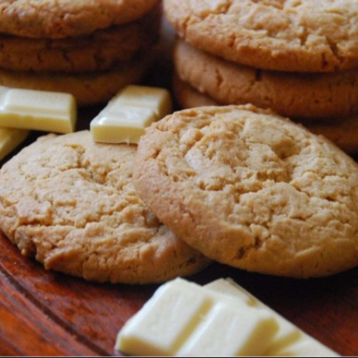 Ezen a képen: Mogyoróvajas és fehér csokis cookie