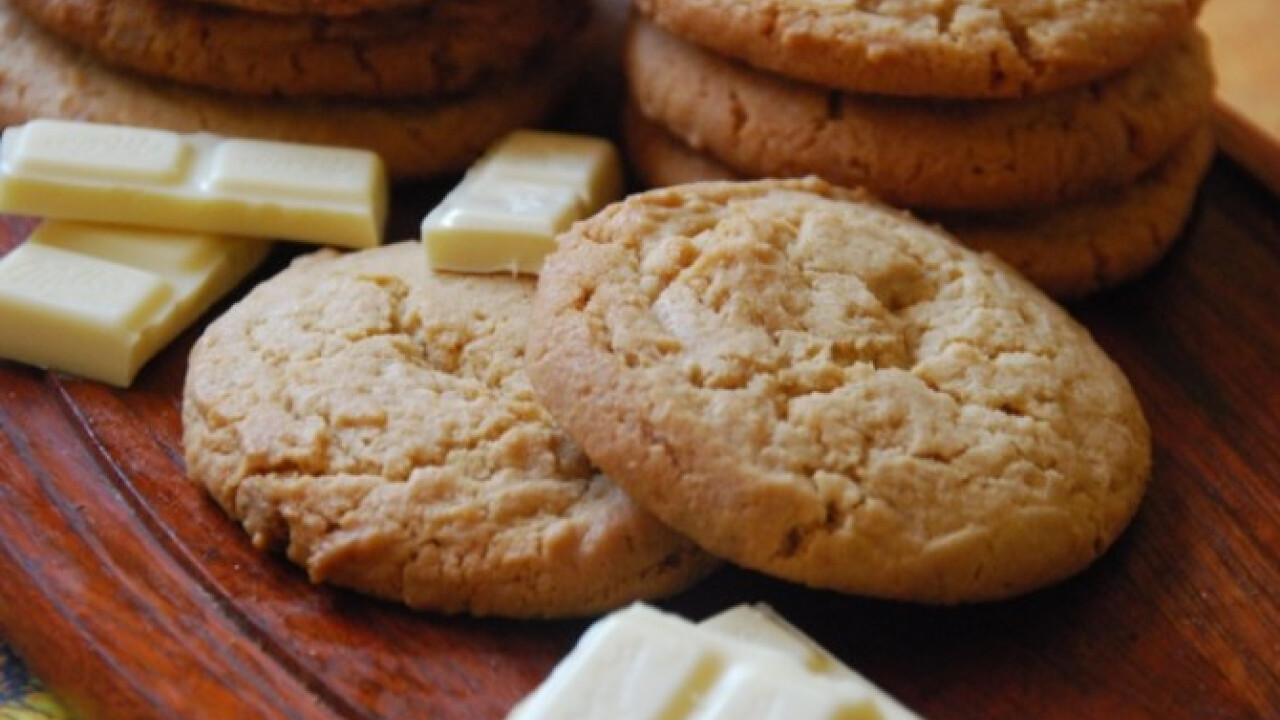 Mogyoróvajas és fehér csokis cookie