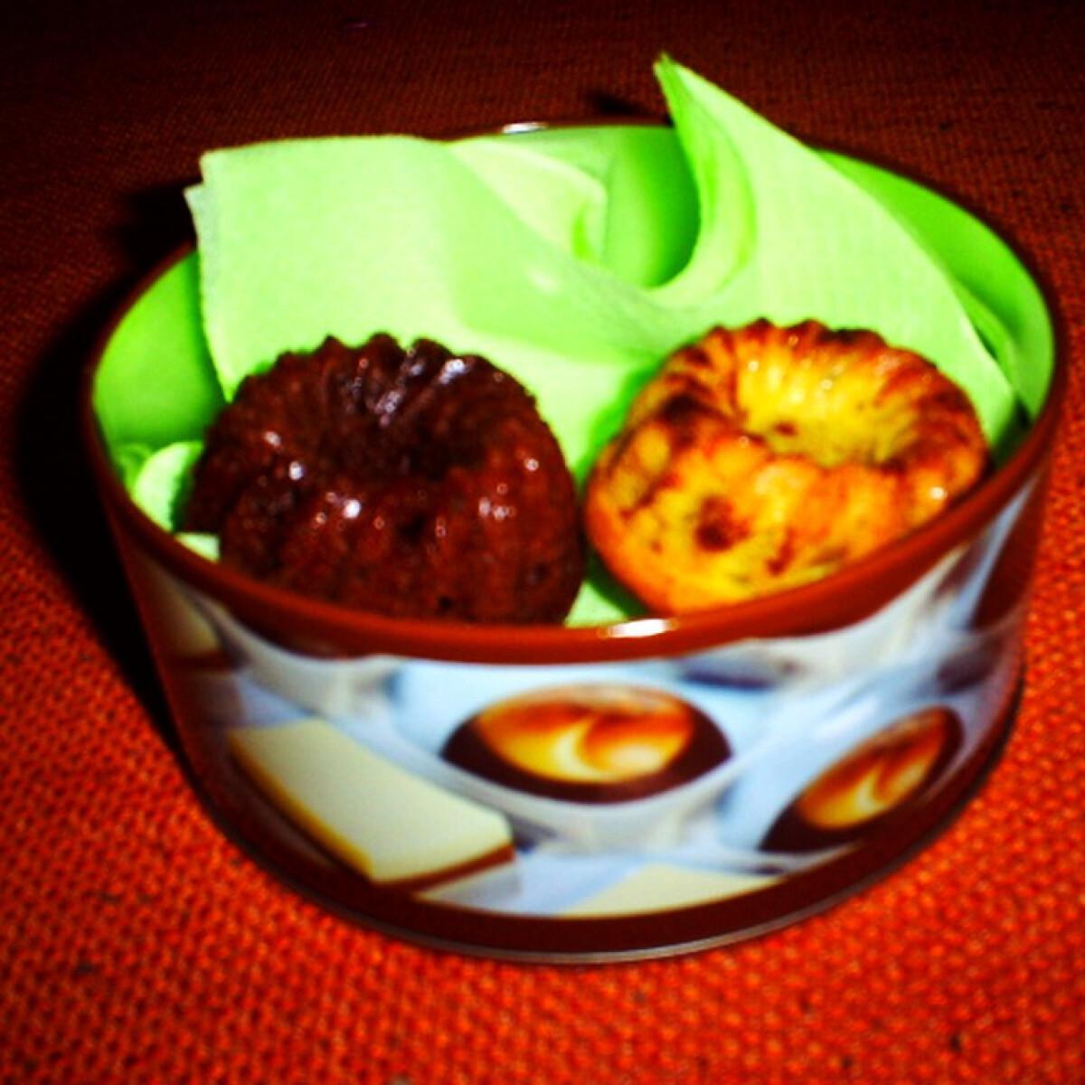 Ezen a képen: Csokis és vaníliás minikuglóf
