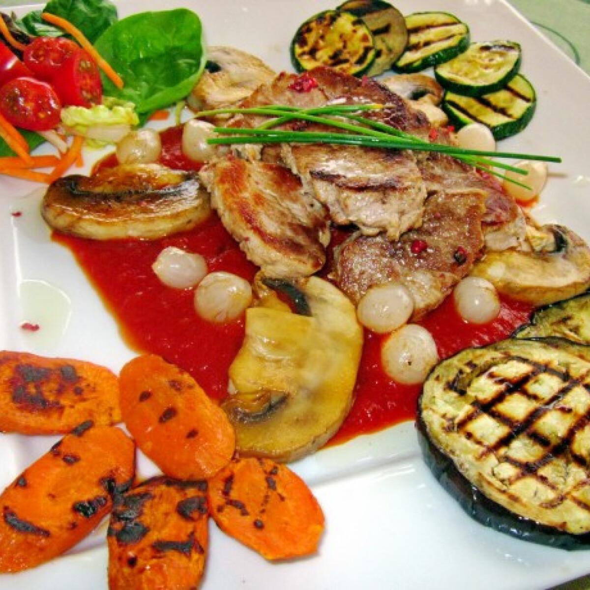 Ezen a képen: Anita medalionja grillezett zöldségekkel
