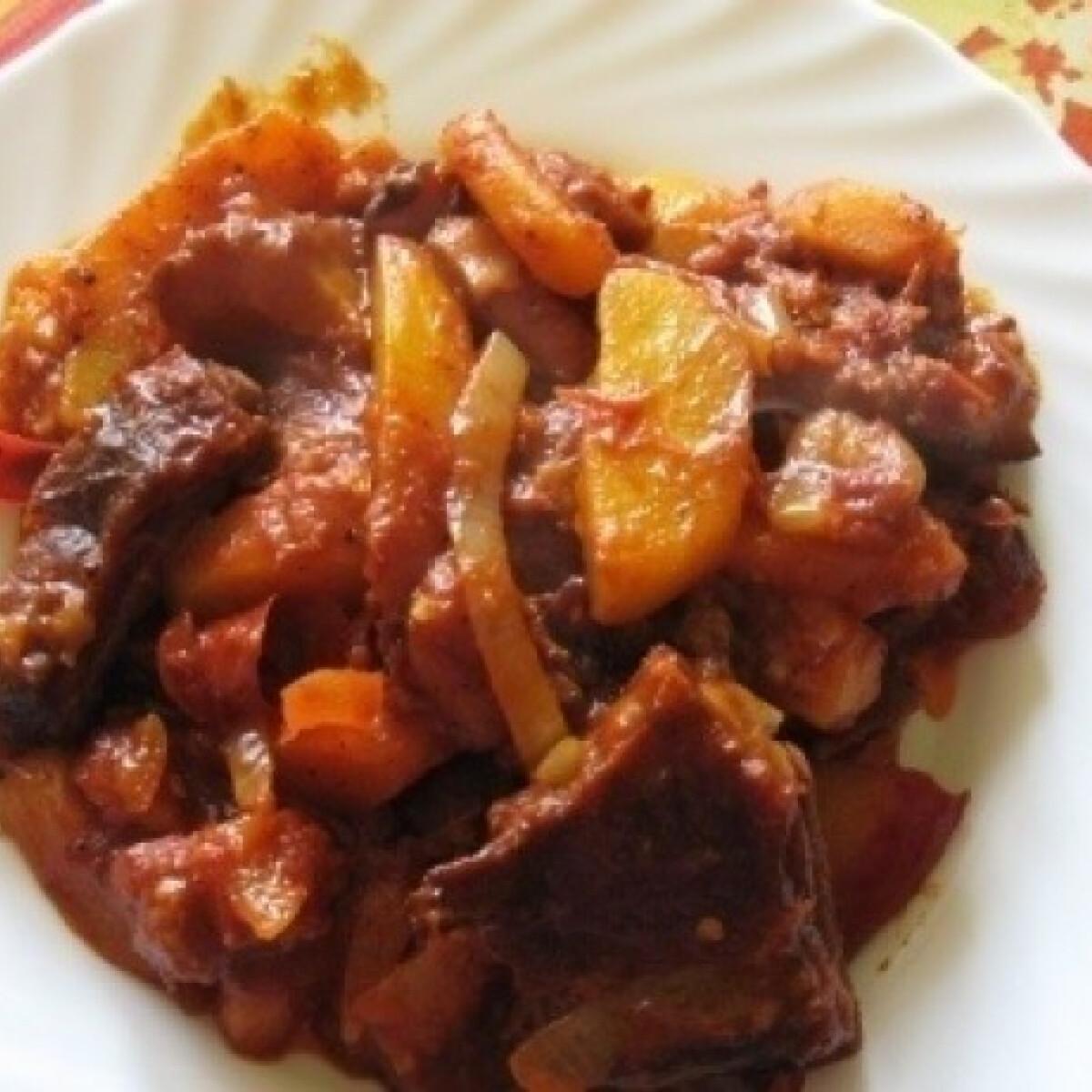 Ezen a képen: Füstölt húsos paprikás krumpli