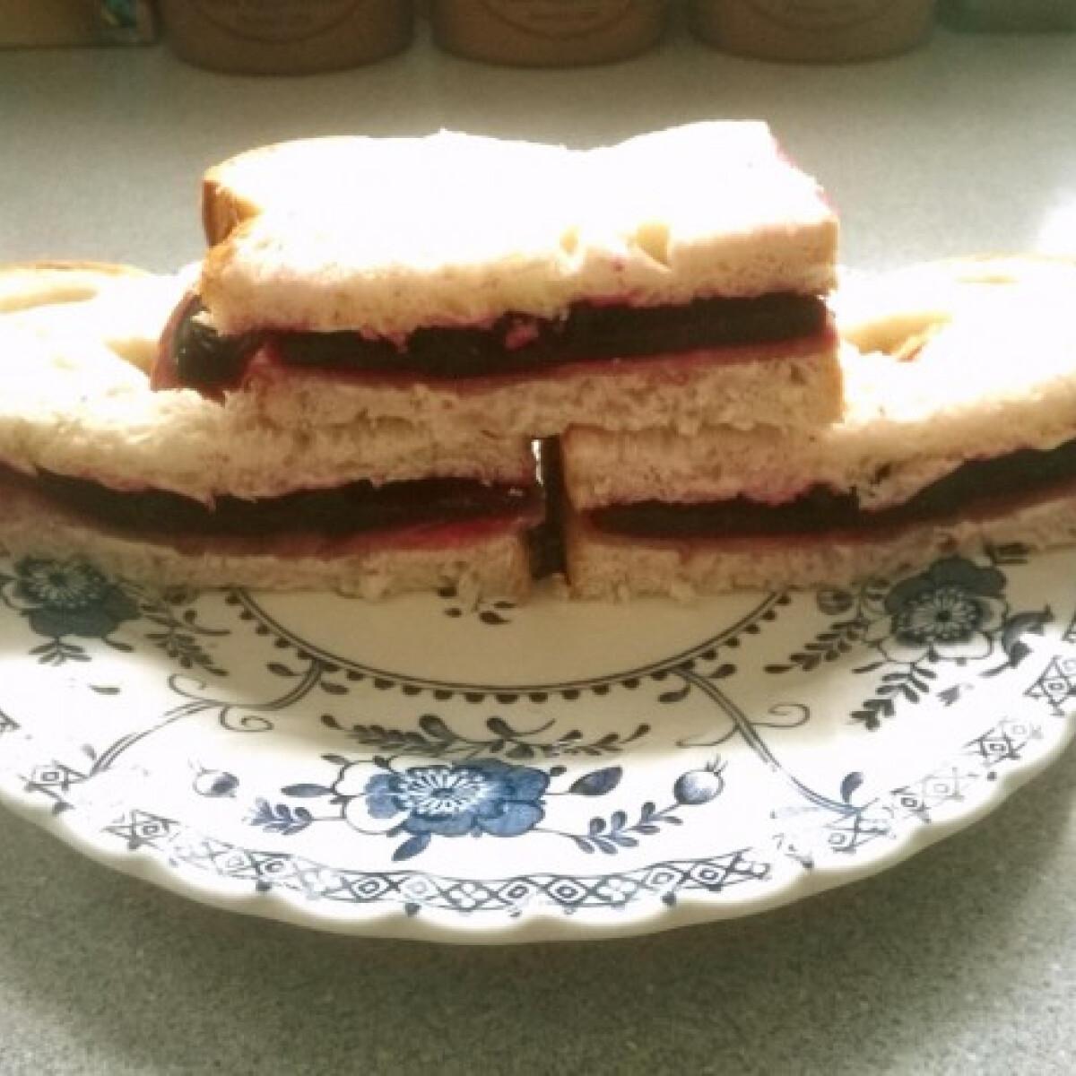 Ezen a képen: Céklás marhanyelv szendvics