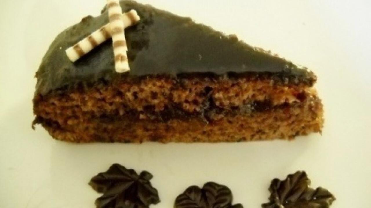 Tojásmentő csokis-diós torta